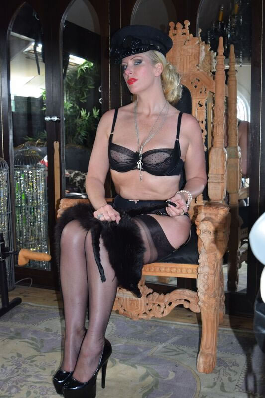Huddersfield Dominatrix military in ffsh nylon stockings 1