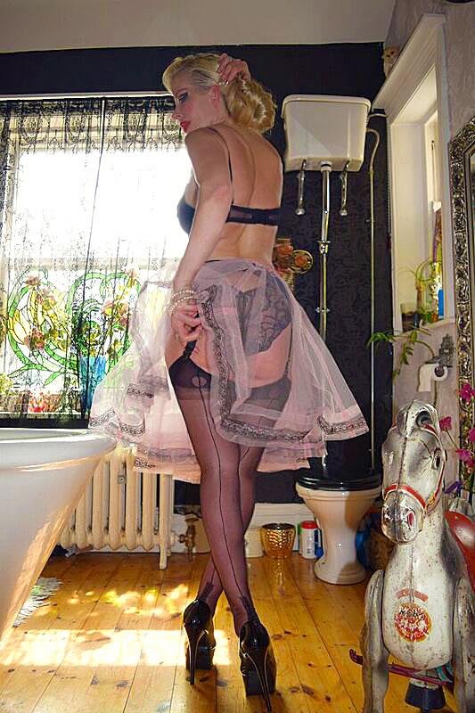 Huddersfield Mistress in ffsh nylons sensual Dominatrix 1
